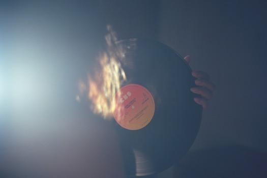 vinyl-record-1245992_1920.jpg